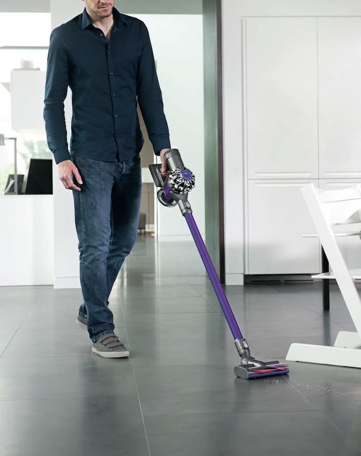 <h1>Schöner saugen im  Smart Home mit Dyson V6</h1> <h2>Wie macht man Männer zum Putz-Roboter</h2>